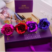 Изкуствена роза със златна обвивка