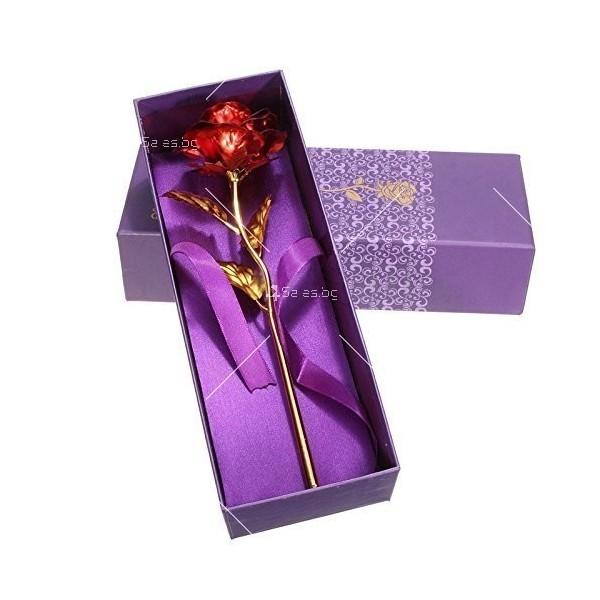 Изкуствена роза с 24-каратово златно покритие и стойка Сърце 6