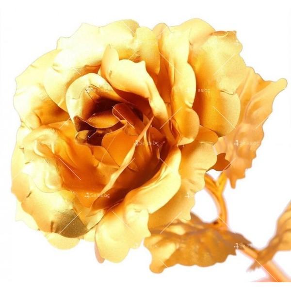 Изкуствена роза с 24-каратово златно покритие и стойка Сърце 8