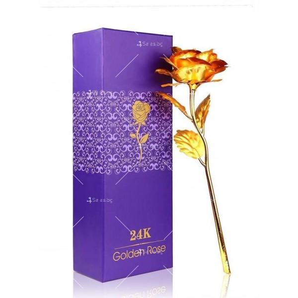 Изкуствена роза с 24-каратово златно покритие и стойка Сърце
