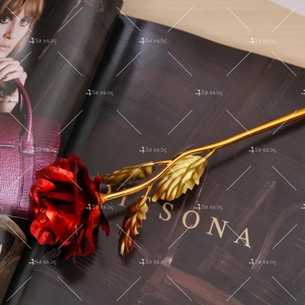 Изкуствена роза с 24-каратово златно покритие и стойка Сърце 17