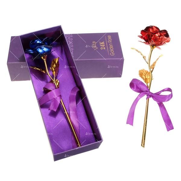 Изкуствена роза с 24-каратово златно покритие и стойка Сърце 18
