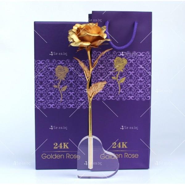 Изкуствена роза с 24-каратово златно покритие и стойка Сърце 1