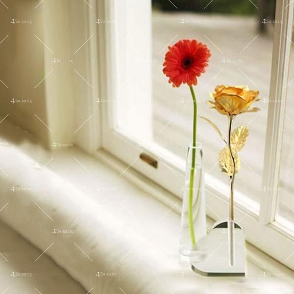 Изкуствена роза с 24-каратово златно покритие и стойка Сърце 24