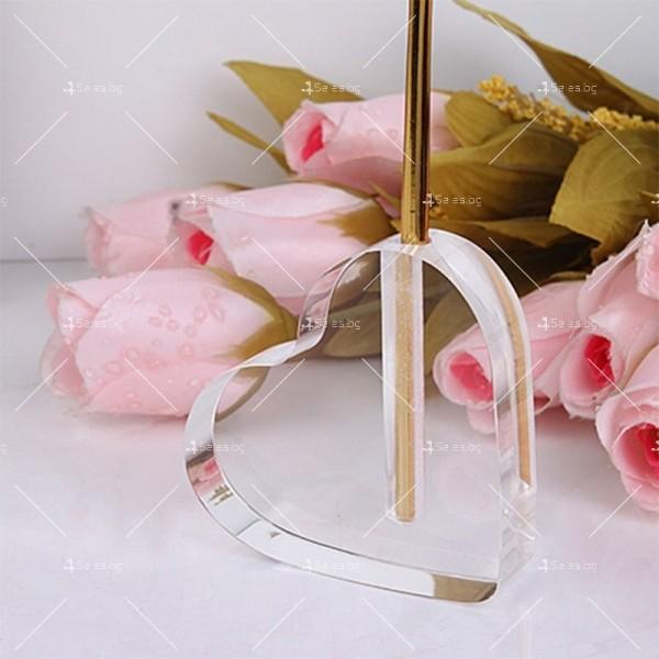 Изкуствена роза с 24-каратово златно покритие и стойка Сърце 13