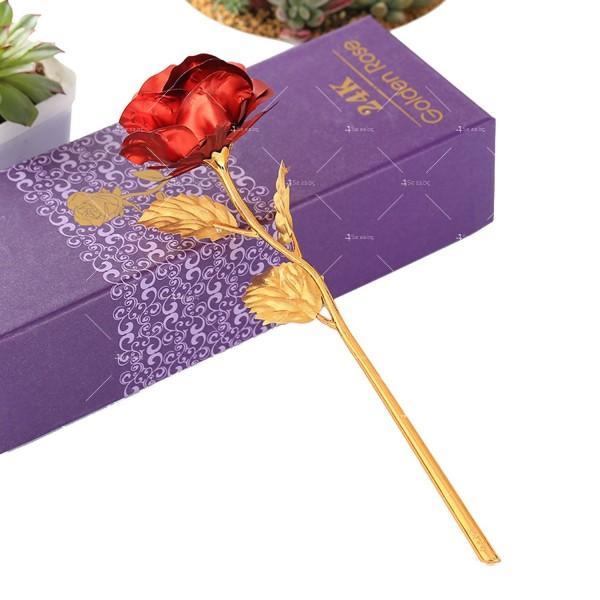 Изкуствена роза с 24-каратово златно покритие и стойка Сърце 29