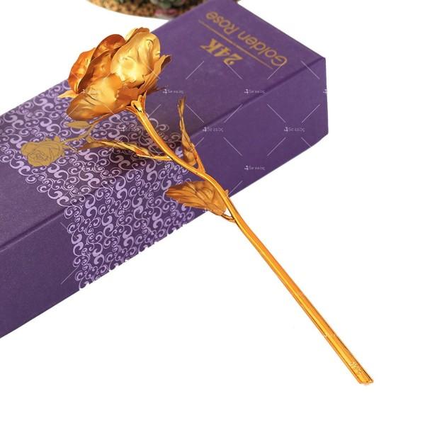 Изкуствена роза с 24-каратово златно покритие и стойка Сърце 30