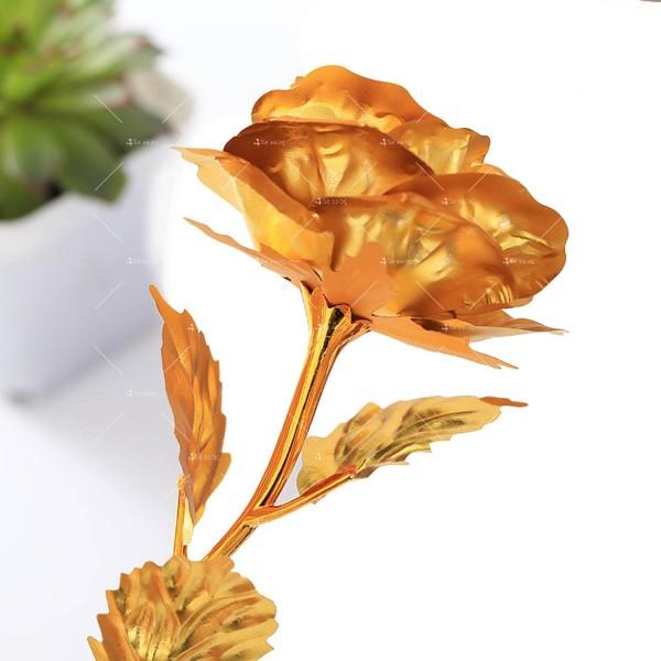 Изкуствена роза с 24-каратово златно покритие и стойка Сърце 32