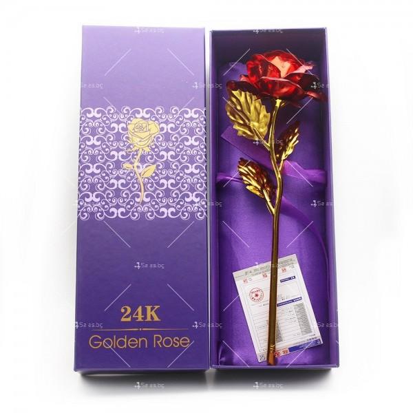 Изкуствена роза с 24-каратово златно покритие и стойка Сърце 36