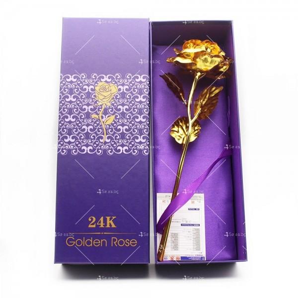 Изкуствена роза с 24-каратово златно покритие и стойка Сърце 37