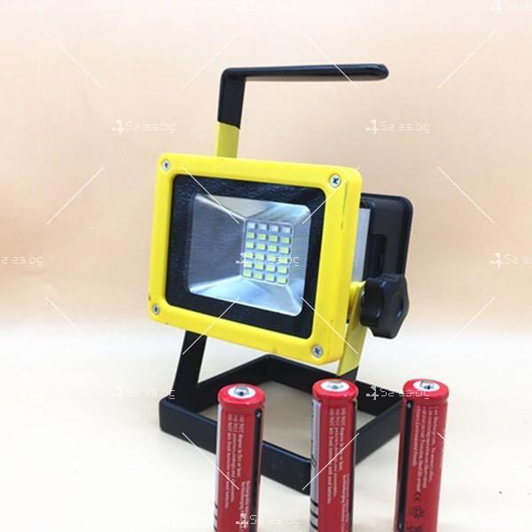 Мобилна лампа GDPLUS - прожектор с 24 LED осветителни тела 30 W GDL3 3