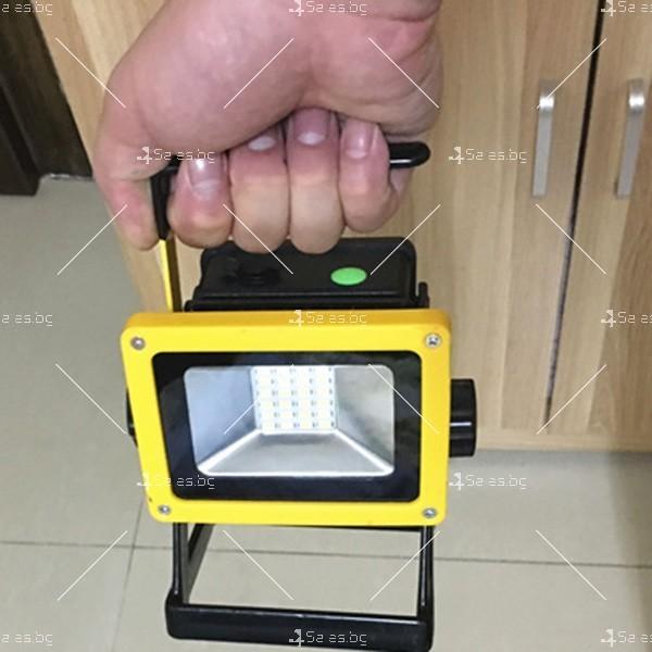Мобилна лампа GDPLUS - прожектор с 24 LED осветителни тела 30 W GDL3 11