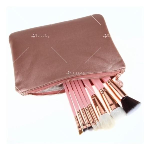 Стилна розова чантичка с 8 броя четки за перфектен грим HZS94 11