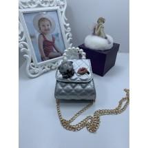 Симпатична сребриста кожена дамска чантичка с декорация DZS-11