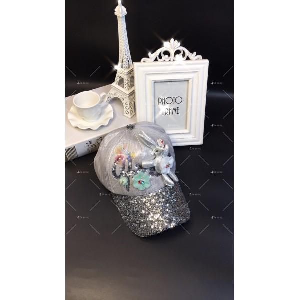 Дамска шапка с козирка и апликация заек DZ K-16 3