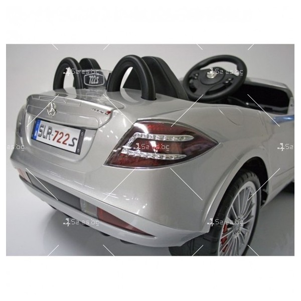 Двуместна детска кола с акумулаторна батерия Mercedes SLR 722S с меки гуми 11