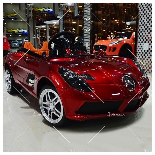 Детска кола с акумулаторна батерия детайлна реплика на Mercedes DMD158 4
