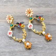 Свежи младежки обеци в кръгла форма с цветни елементи на цветя и пчела А3
