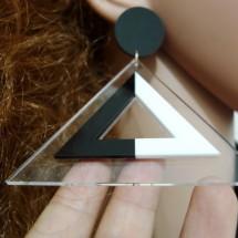 Модерни обеци триъгълник в черно и бяло А7