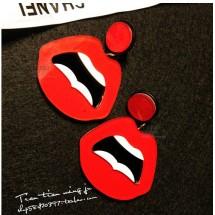 Секси обеци в червено с висулка целувка А14