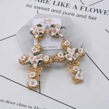 Златисти обеци с кръст и бели цветя А40