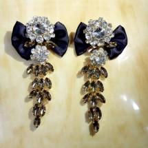 Елегантни дамски обеци с черна панделка и кристали и брошка в същия стил А51