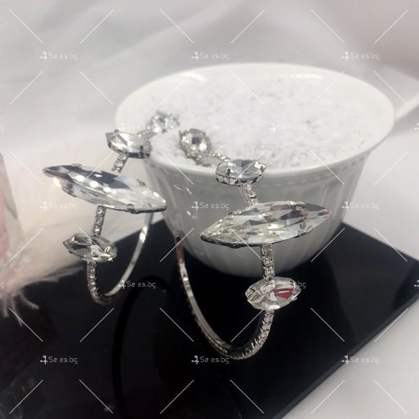 Дамки обеци голям обръч с бели кристали А54 4