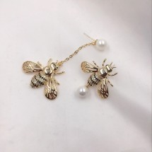 Асиметрични модерни обеци златна пчела А55