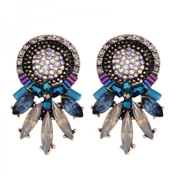 Стилни дамски обеци с кристали в три различни цвята А61