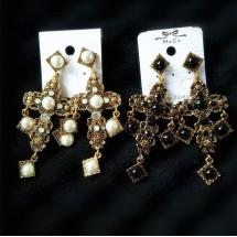 Дамски обеци масивен кръст в златист обков с перли А83