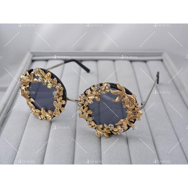 Кръгли ретро слънчеви очила със златен обков yj3