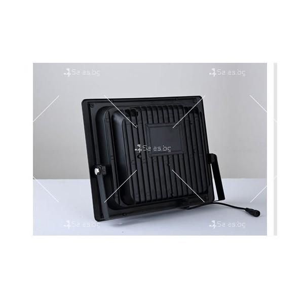 Прожектор за външен монтаж със соларен панел и дистанционно H LED34 13