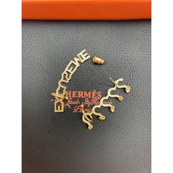 Свежи младежки обеци с текст в златист цвят А108 4