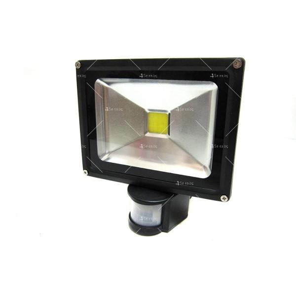 Лед прожектор с PIR датчик 10W, 20W, 30W или 50W клас на защита IP65 GDL7 5