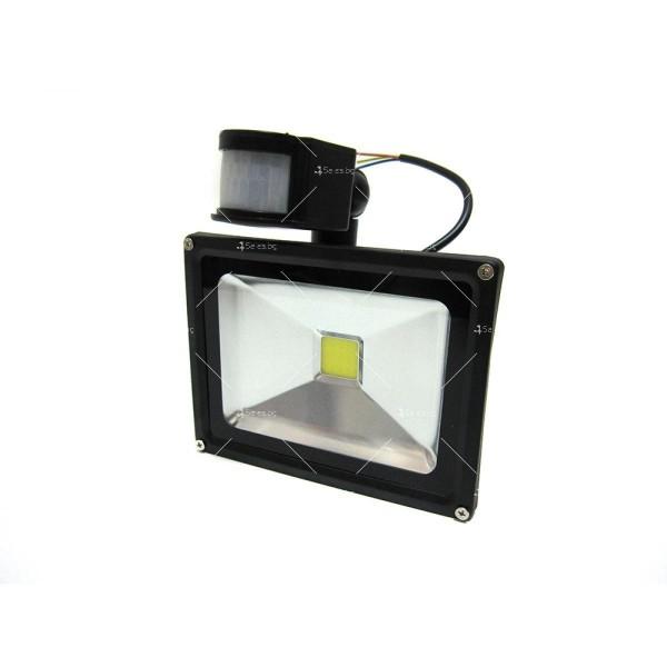 Лед прожектор с PIR датчик 10W, 20W, 30W или 50W клас на защита IP65 GDL7 6