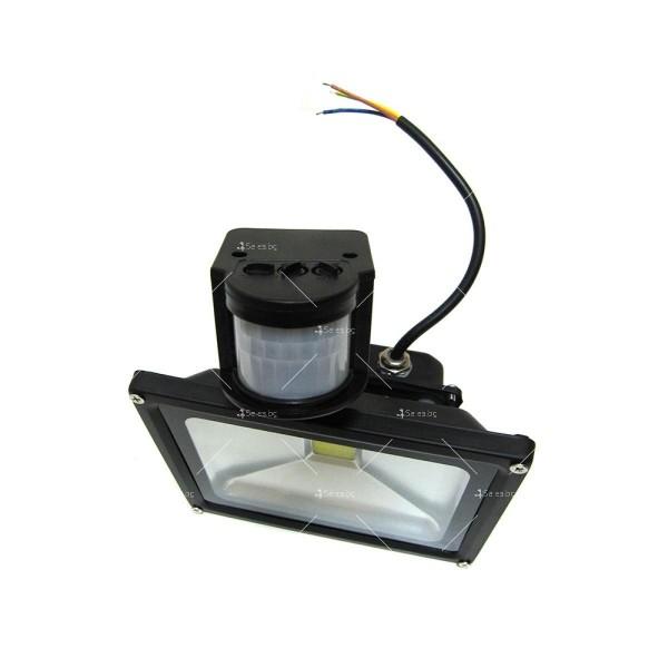 Лед прожектор с PIR датчик 10W, 20W, 30W или 50W клас на защита IP65 GDL7 9
