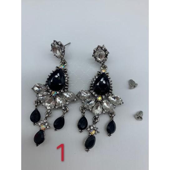 Нестандартни дамски обеци с бели, черни и перлени елементи А151