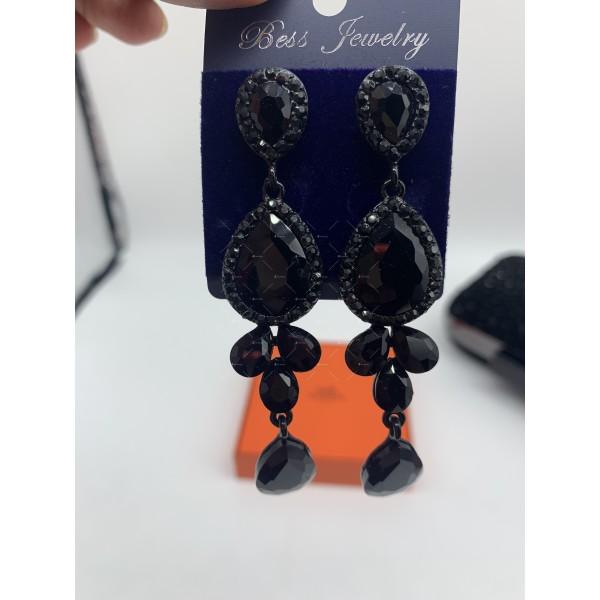 Обеци в черен цвят и кристали в различна форма А156 8