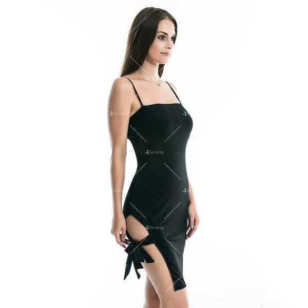 Дамска рокля до коляното с тънки презрамки, по тялото и отворено дясно бедро FZ8 6
