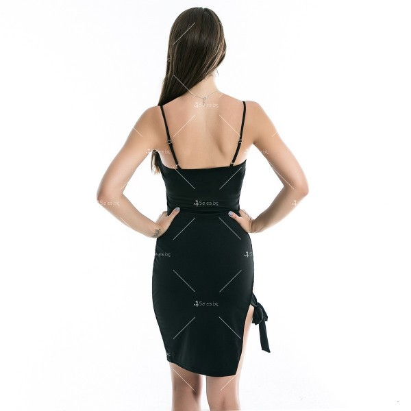 Дамска рокля до коляното с тънки презрамки, по тялото и отворено дясно бедро FZ8 7