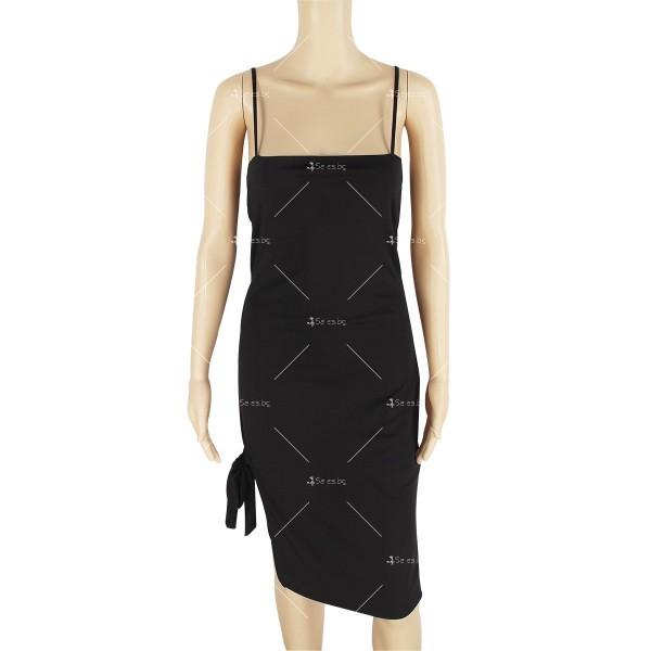 Дамска рокля до коляното с тънки презрамки, по тялото и отворено дясно бедро FZ8 22