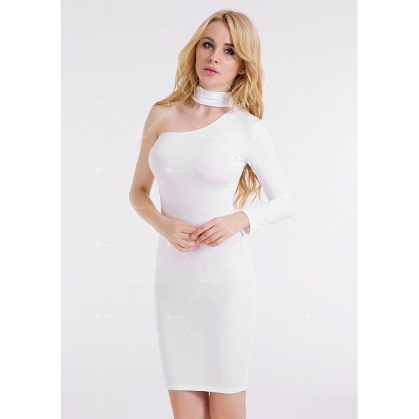 Елегантна рокля до коляното, голо рамо, един дълъг ръкав и чокър на врата FZ19 10
