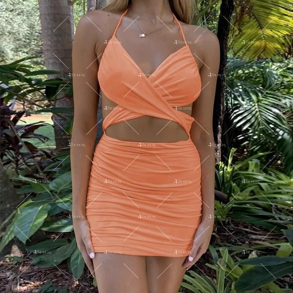 Къса дамска рокля с тънки презрамки и изрязано деколте FZ70 4