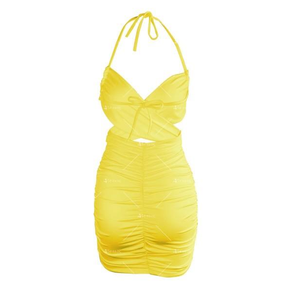 Къса дамска рокля с тънки презрамки и изрязано деколте FZ70 15