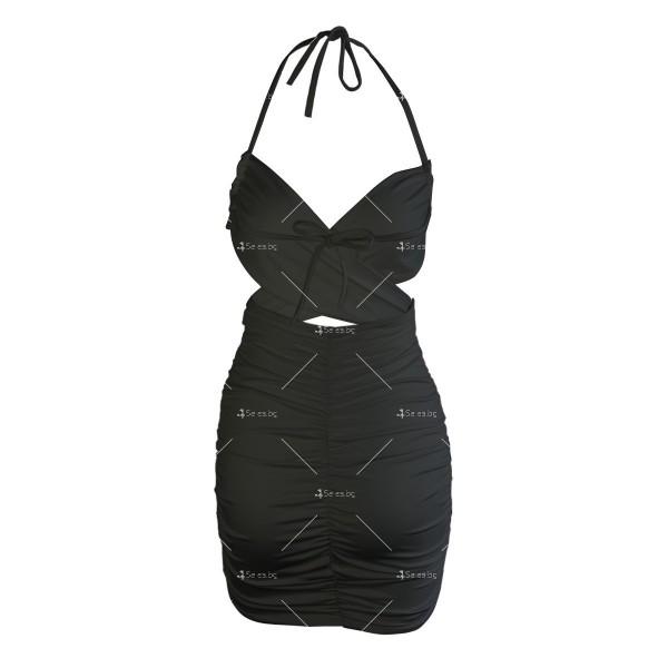 Къса дамска рокля с тънки презрамки и изрязано деколте FZ70 17
