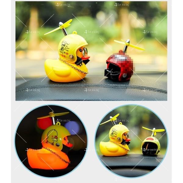 Малко жълто пате декорация за интериора на автомобил с каска TV757 5