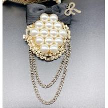Дамска кръгла брошка с с перли, панделка и нанизани синджирчета - E1-6