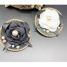 Дамска брошка с роза и елементи от перли и диаманти от плат в два варианта - E1-7