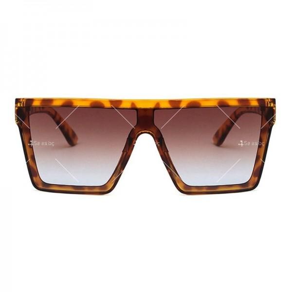 Дамски слънчеви oversized очила в квадратна форма 3